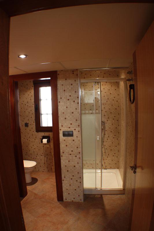 BATHROOM-BY-SWIMMING-POOLS-2 casa venta granada imagen