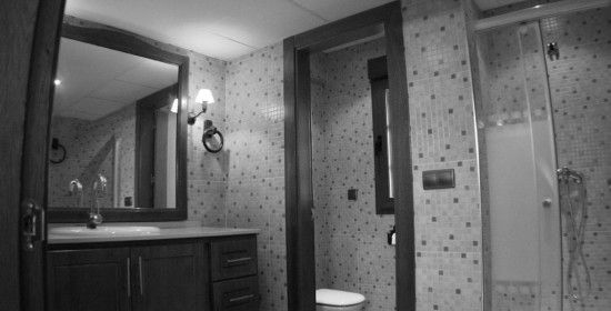 BATHROOM-BY-SWIMMING-POOLS-BW casa venta granada imagen
