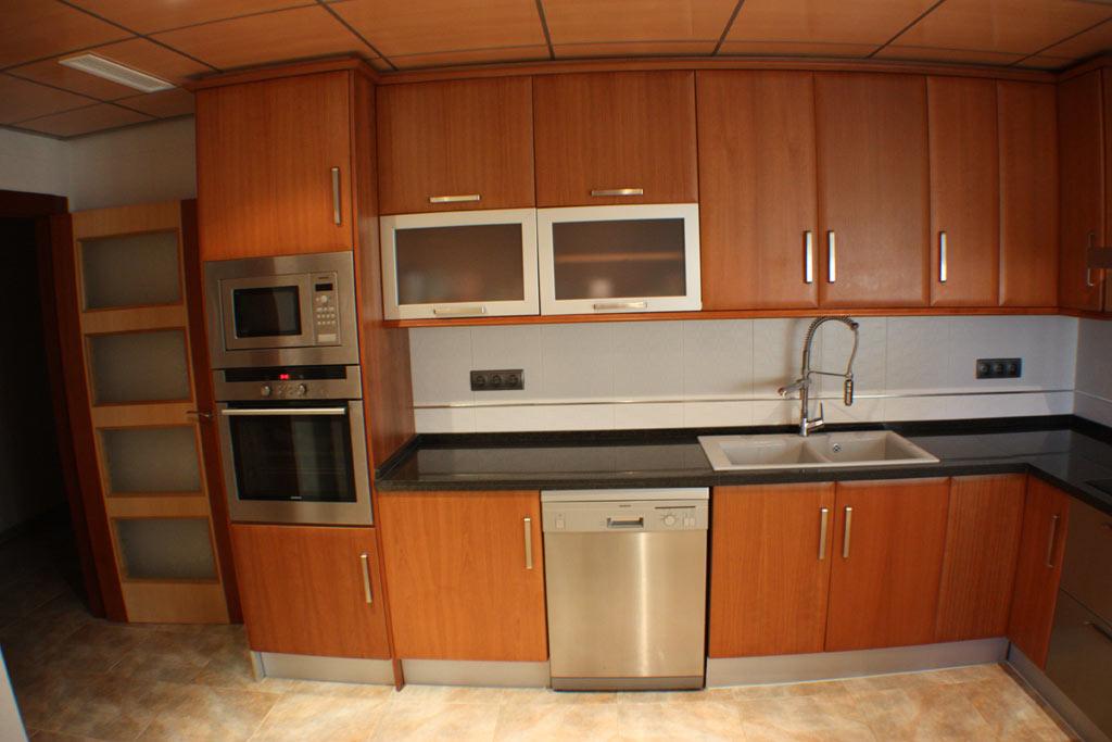 Casa en venta granada cocina y despensa casa en venta - Alicatar cocina detras muebles ...