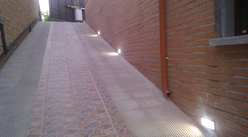 NORTH-RAMP-LIGHTS-ON-3 casa venta granada imagen