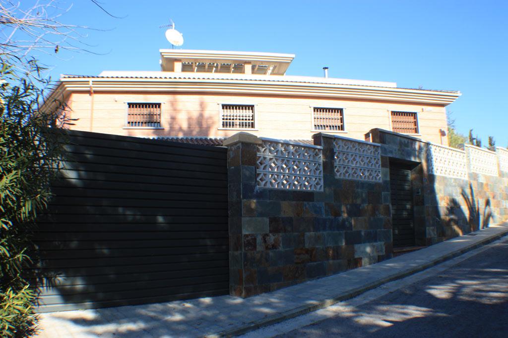 Casa en venta granada vistas de fachadas casa en venta for Calle mistral