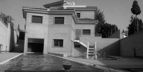 SWIMMING-POOL-FROM-WEST-BW casa lujo venta granada