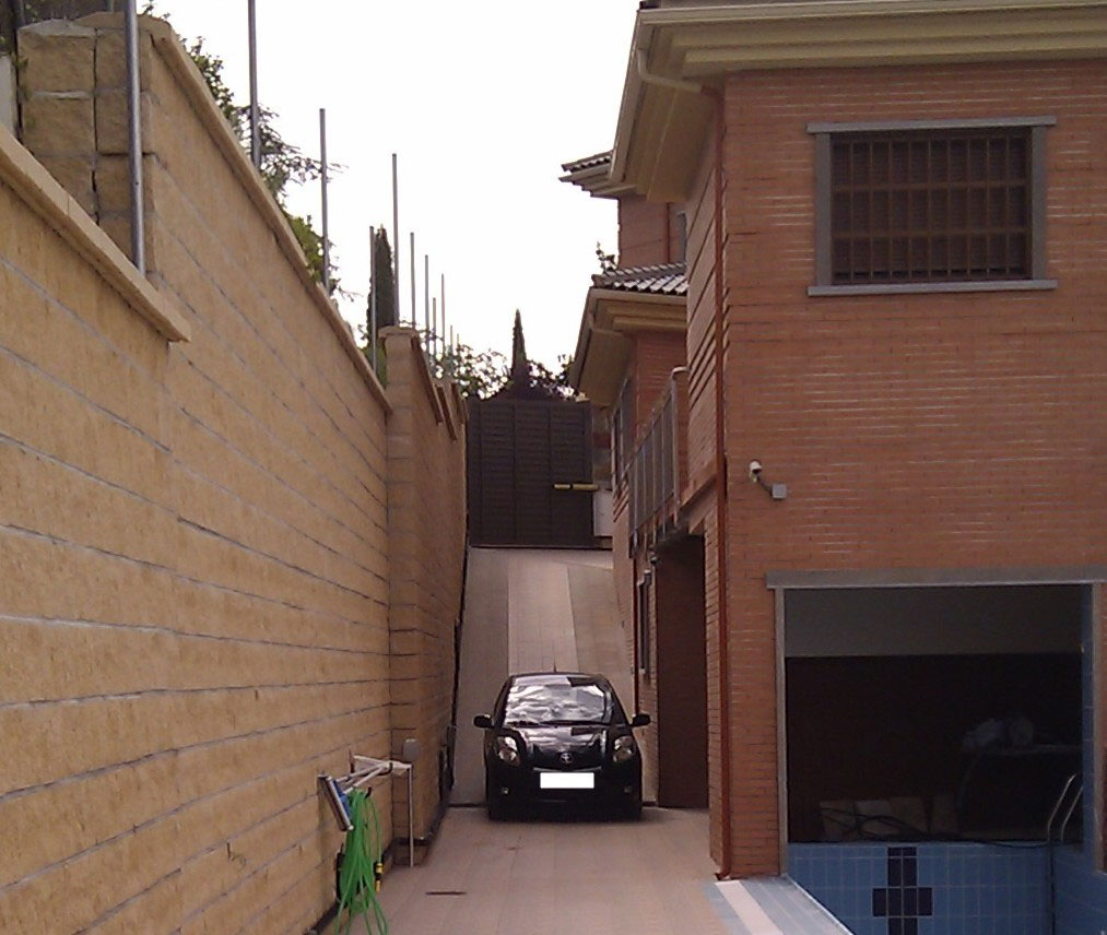 VEHICLE-TO-SCALE-NORTH-RAMP-3 casa lujo venta granada imagen