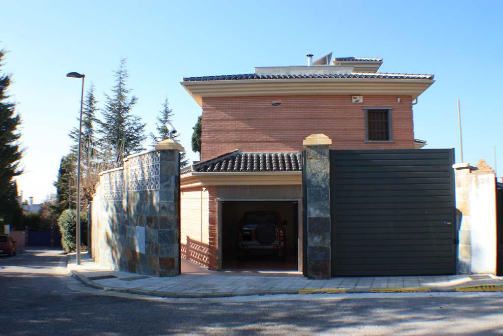 Casa en venta granada vistas de fachadas casa en venta for Fachadas de casas modernas con zaguan